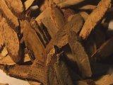 nakrájený kořen lékořice